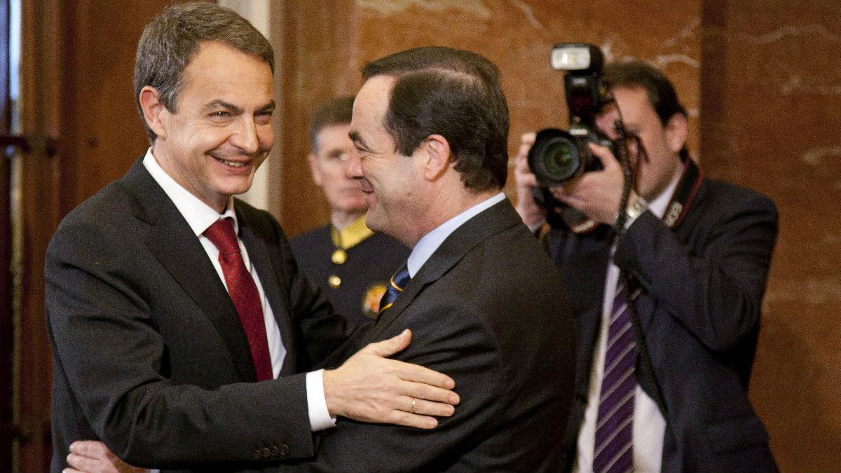 El expresidente José Luis Rodríguez Zapatero con el expresidente del Congreso, José Bono. (Foto: Getty)