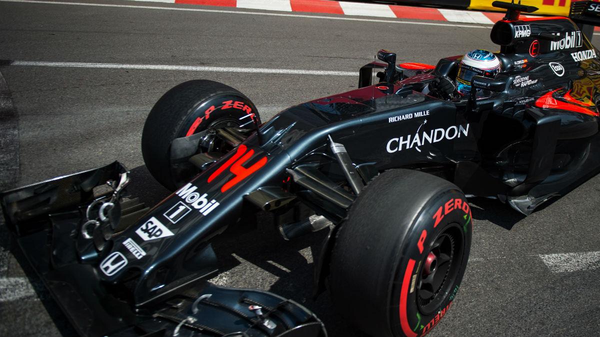 Fernando Alonso quiere ver charcos en las calles de Mónaco. (AFP)