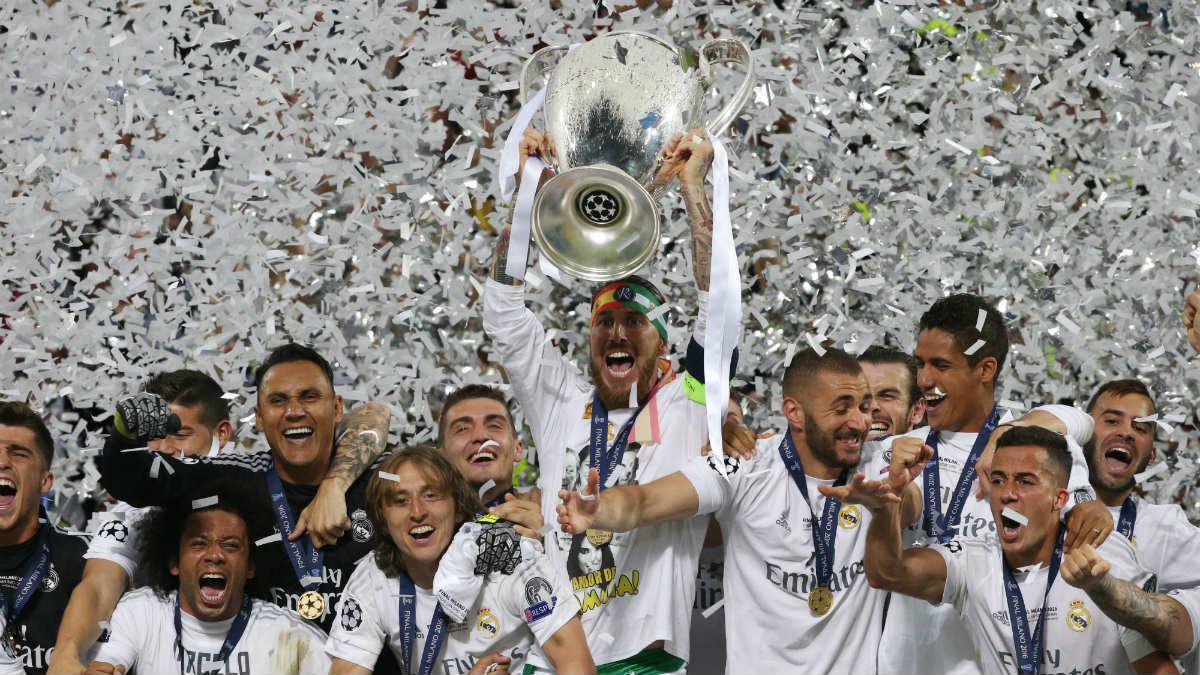 Ramos alza la Champions al cielo de Milán. (Reuters)