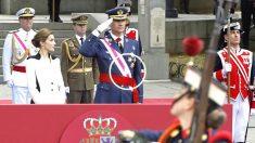 Los reyes en el acto de las Fuerzas Armadas (Foto: Efe).