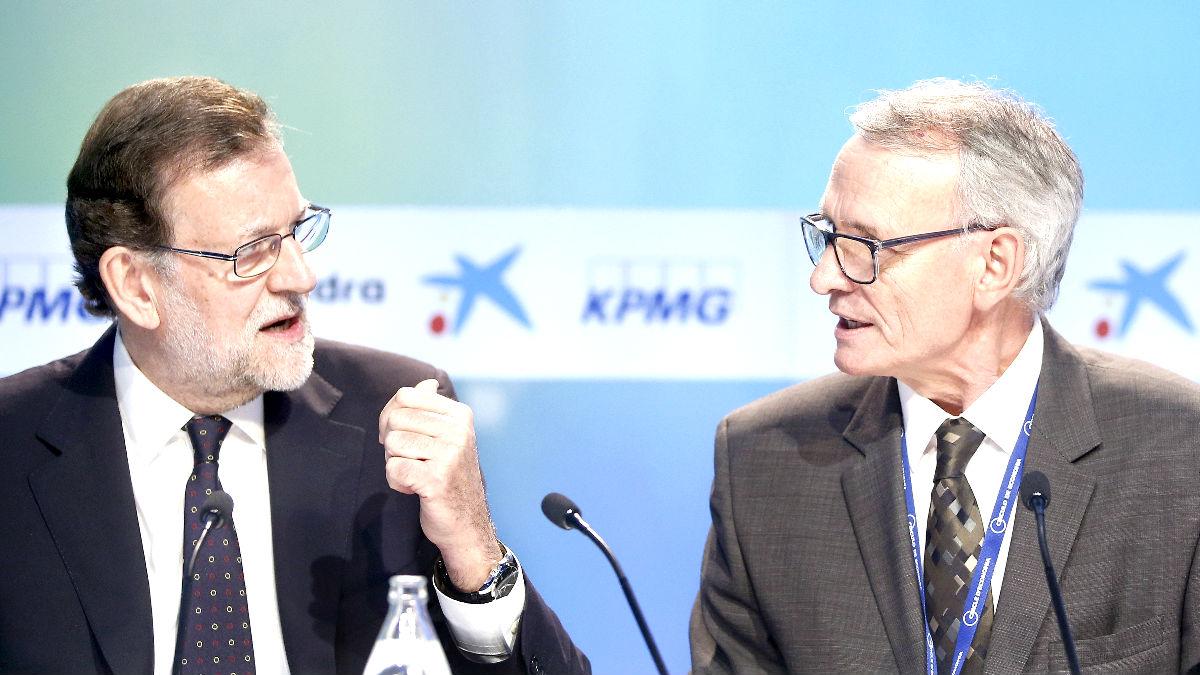 Rajoy y el presidente del Círculo de Economía, Antón Costas, este sábado en Sitges (Foto: Efe).