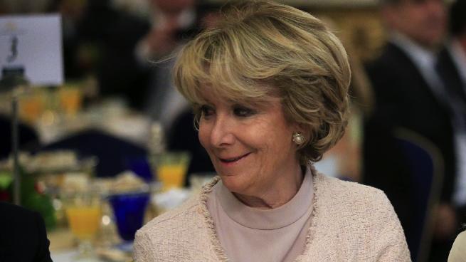 Aguirre le recuerda a Carmena las atrocidades del comunismo que defiende Sánchez Mato