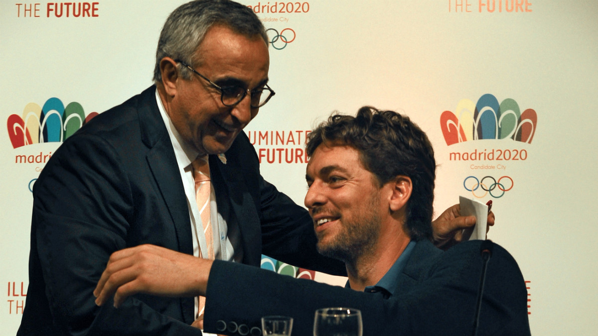 Alejandro Blanco y Pau Gasol durante un acto promocional de Madrid 2020. (AFP)