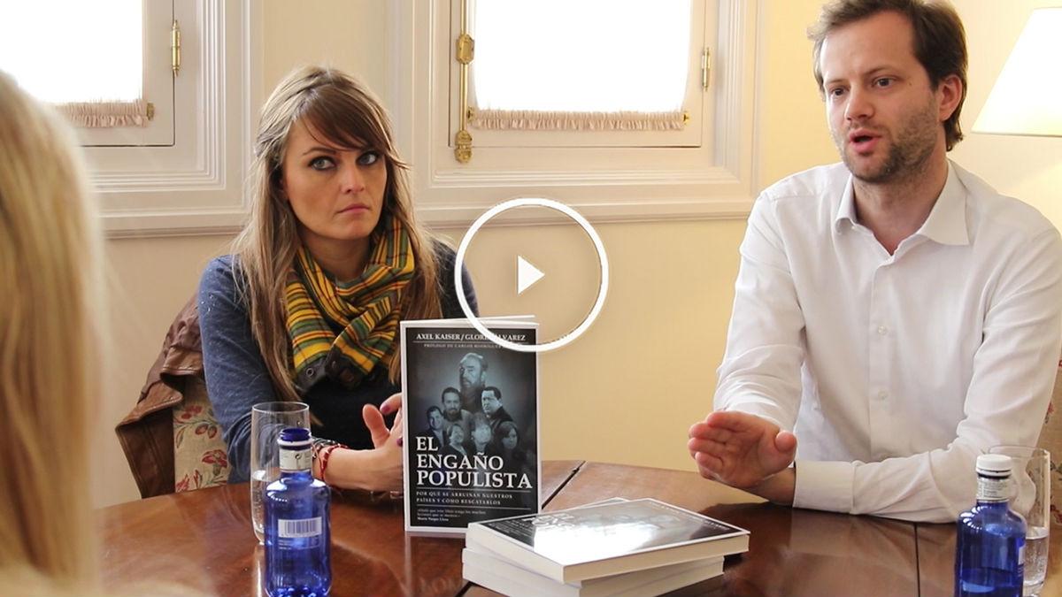 Axel Kaiser y Gloria Álvarez presentan el libro 'El engaño populista'. (Foto: Raquel Tejero)
