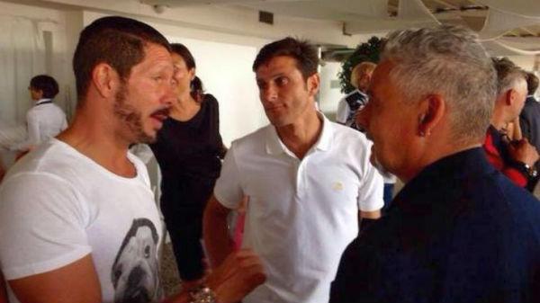 Cholo Simeone junto a Javier Zanetti.
