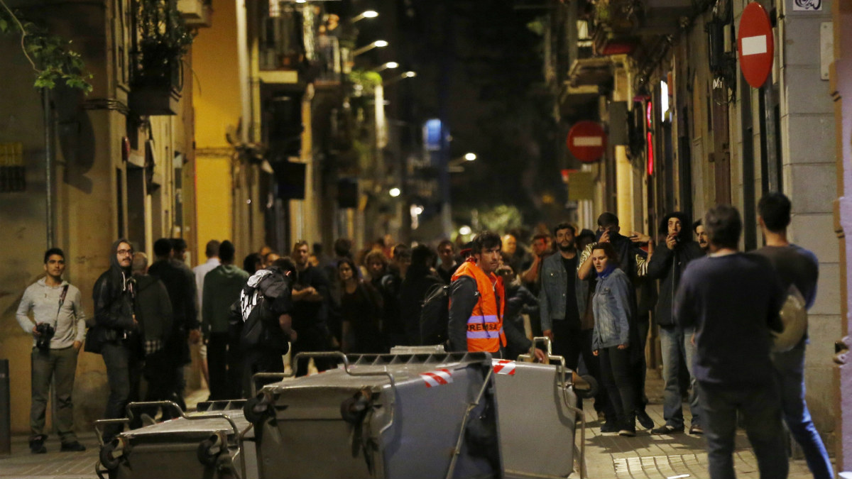 Imagen de las revueltas en el barrio de Gracia de Barcelona (Foto: EFE)