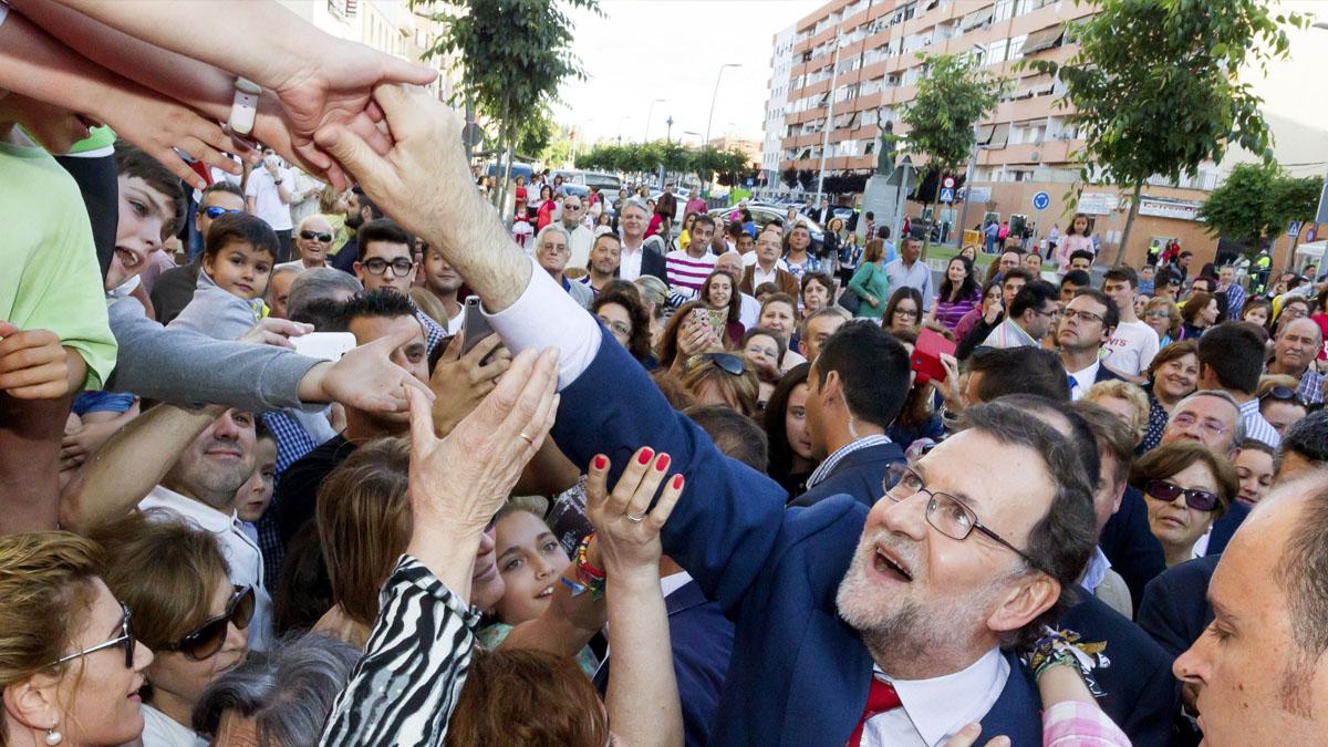 Mariano Rajoy de precampaña en Almendralejo. (Foto: AFP)