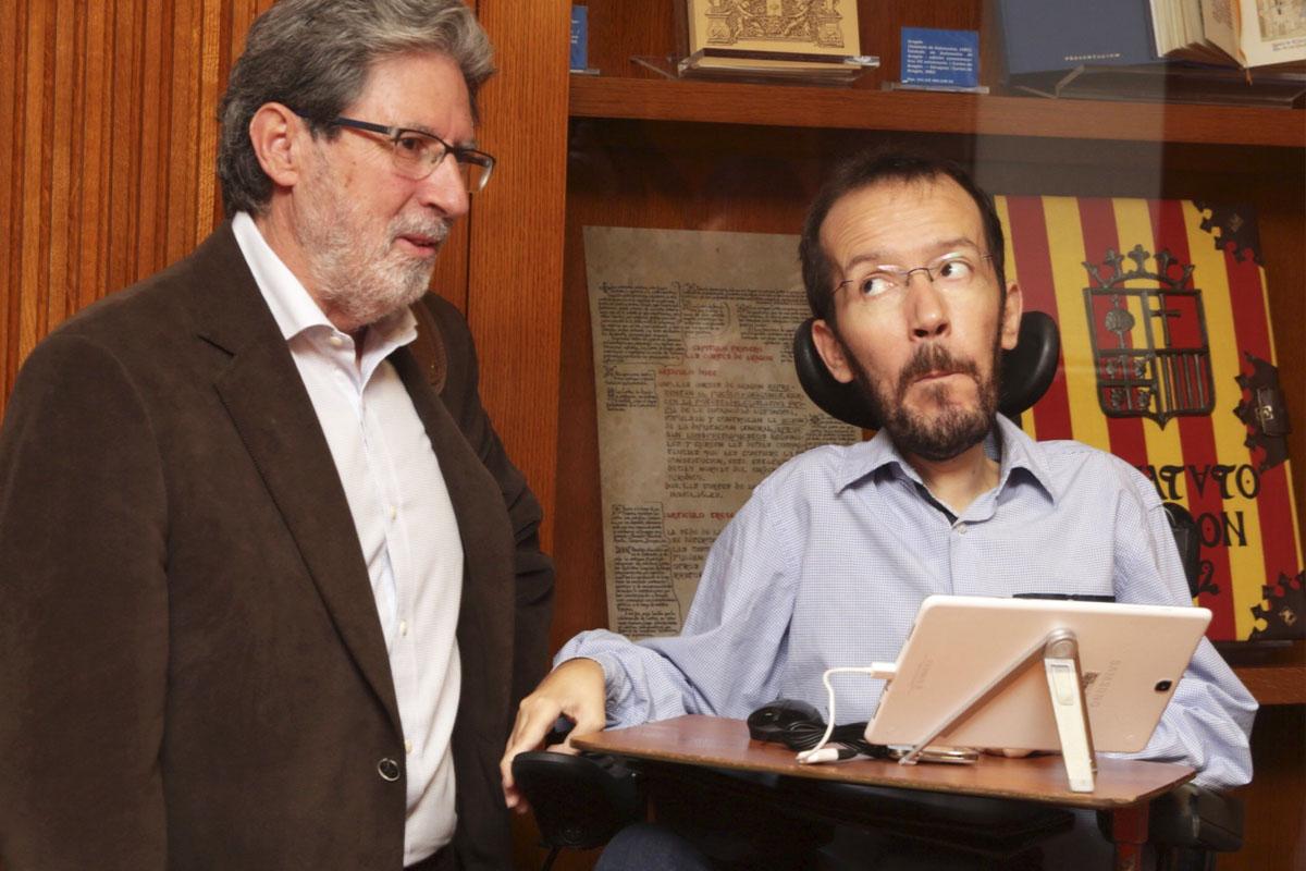 Adolfo Barrena junto a Pablo Echenique. (Foto: EFE)