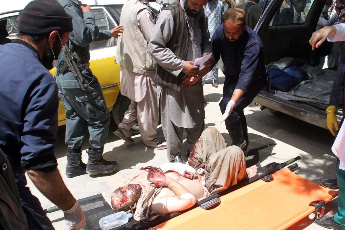 Heridos tras el accidente con un camión cisterna en Afganistán (Foto: Reuters)