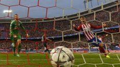 Neuer y Griezmann contemplan el balón en la red. (AFP)