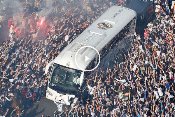 Espectacular recibimiento al autocar del Real Madrid.