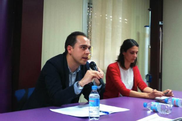 José Manuel Calvo junto a Rita Maestre en un acto de círculos. (Foto: Podemos)