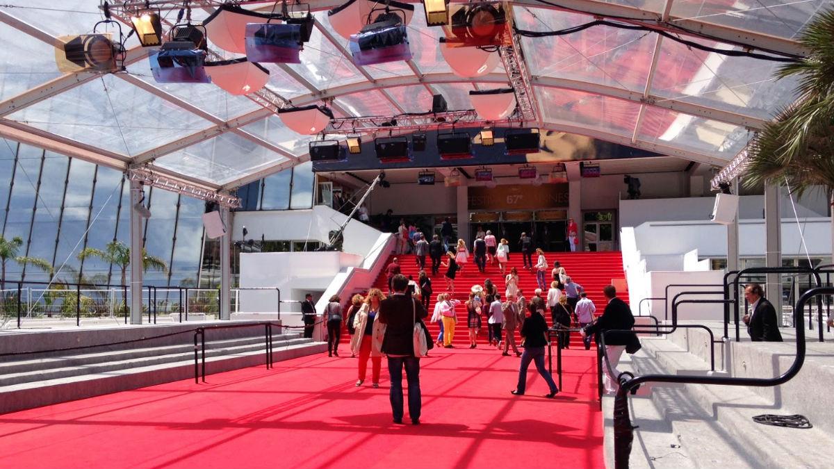 La entrada del teatro Lumière del Palais des Festivals se prepara para recibir a las estrellas más relucientes del cine actual. (Foto: Getty)