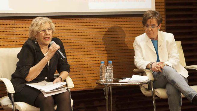 Manuela Carmena y la portavoz socialista municipal, Purificación Causapié (Foto: MADRID).