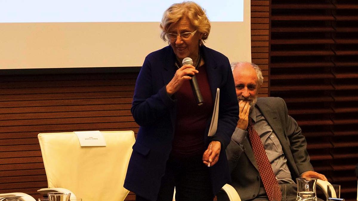 La alcaldesa Carmena con el coordinador Cueto, sobrino político de la exjueza. (Foto: Madrid)