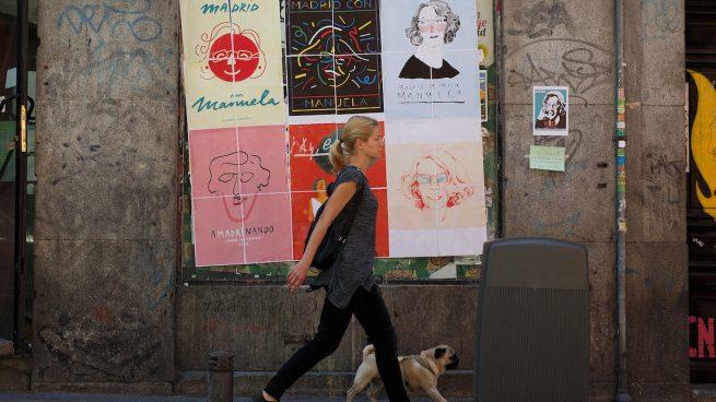 Carmena y el PSOE votan contra la ordenanza que multa a quienes pongan carteles en sitios prohibidos