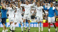 Los jugadores del Real Madrid celebran el pase a la final de Milán. (Reuters)