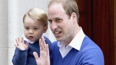 El príncipe Guillermo junto al pequeño Jorge. (Foto: Getty)