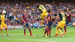 Godín marca el cabezazo en el Camp Nou que dio una Liga al Atlético. (Getty)
