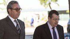 Diego Torres junto a su abogado, Manuel González Peeters. (Foto: EFE)