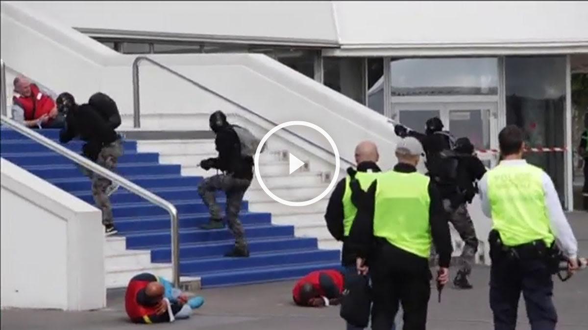 Fuerzas de seguridad ensayan los protocolos de acción ante un posible ataque terrorista en el Festival de Cannes.