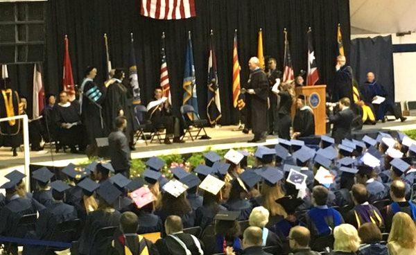 Un graduado exige la estelada para su ceremonia en la Universidad de Graceland (EEUU)