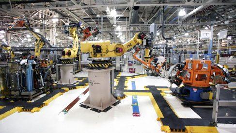 Factoría automovilística robotizada (Foto: GETTY).