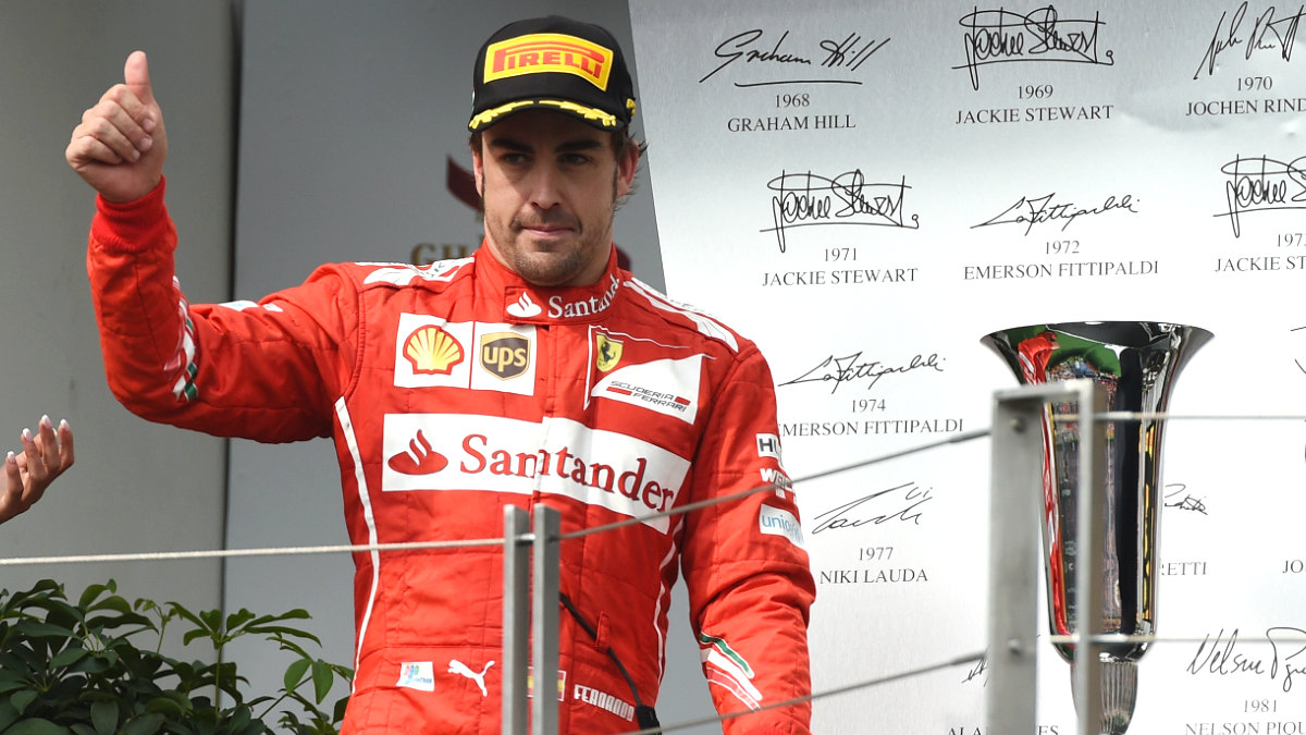 Fernando Alonso celebra el podio logrado en Hungría 2014. (AFP)