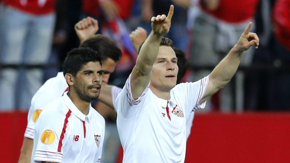 Gameiro celebra el primer gol del Sevilla. (Reuters)