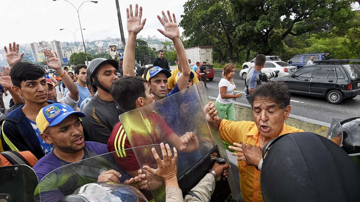 El gobernador Henrique Capriles durante la manifestación. (Foto: AFP)