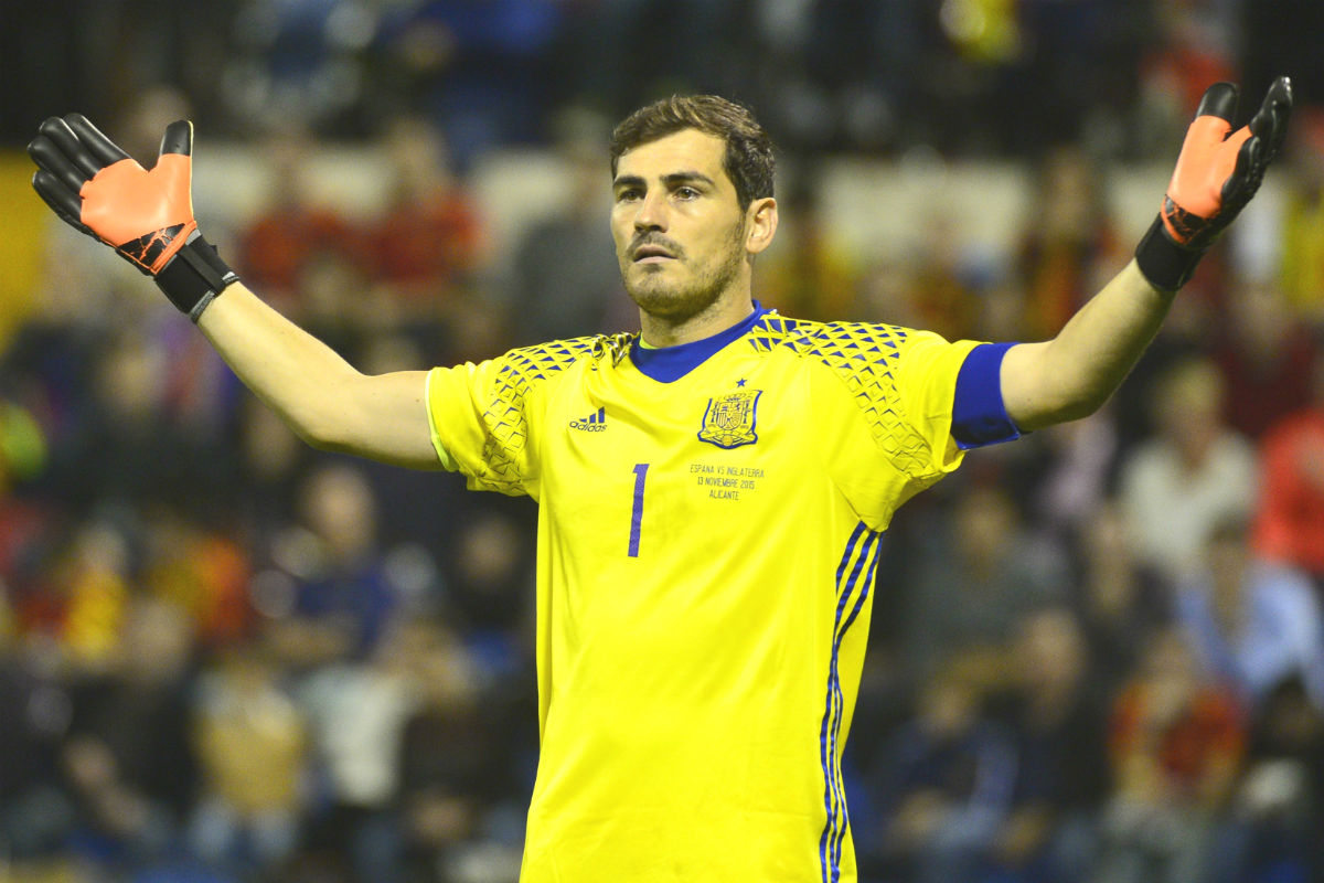 Iker Casillas, en un partido con la Selección. (AFP)