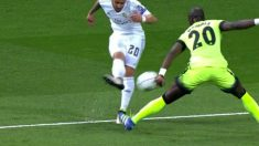 Jesé pidió penalti por mano de Mangala.