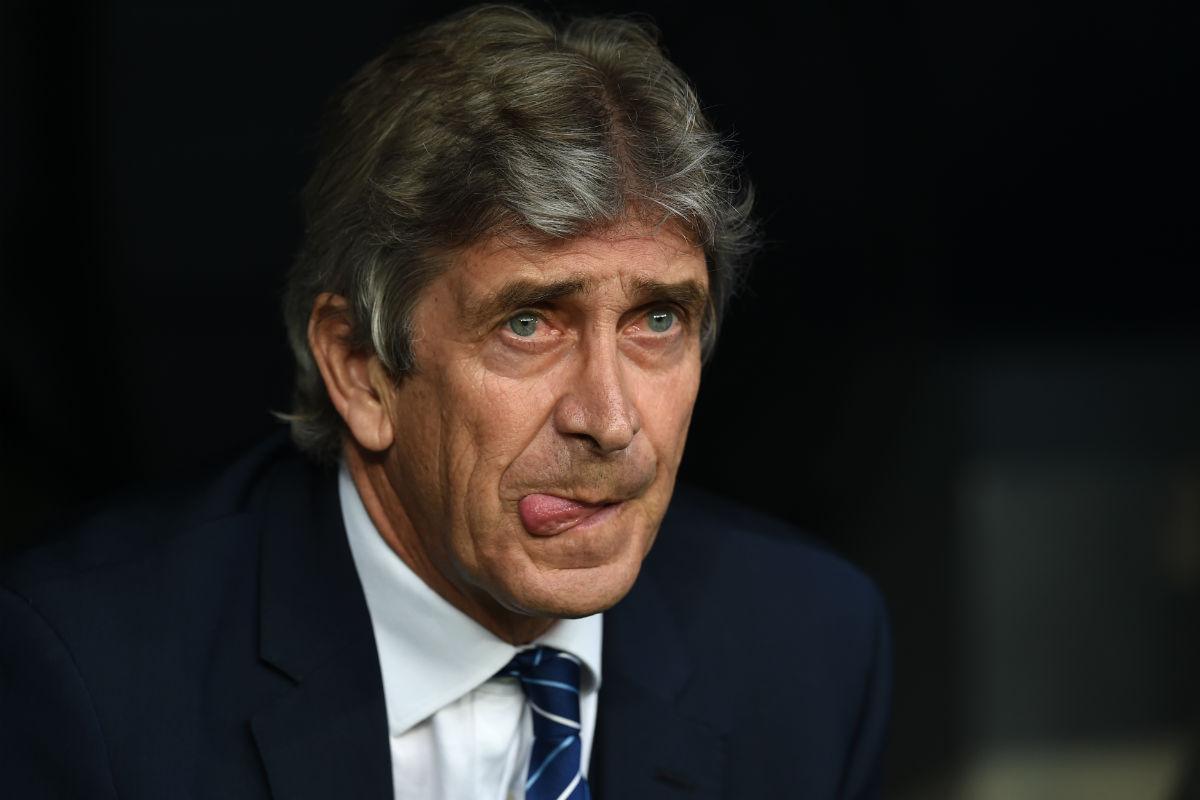 Manuel Pellegrini, en el banquillo del Bernabéu. (AFP)