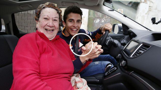 Marc Márquez revoluciona un pueblo de Cádiz buscando copiloto