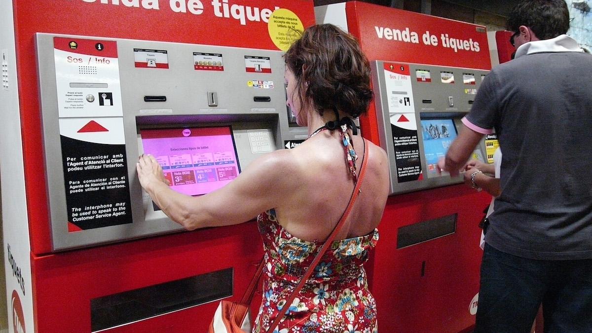Máquinas de billetes del Metro de Barcelona (Fot:o: Passion Laica, con licencia CC BY-SA 2.0).