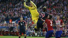 Oblak atrapa un balón contra el Bayern. (Reuters)