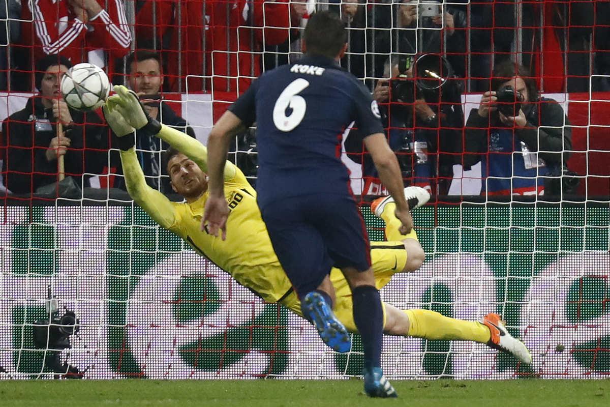 Oblak paró un penalti a Müller. (Reuters)