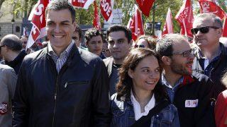 Pedro Sánchez y Sara Hernández (PSOE-M) .