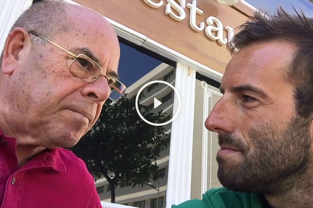 Ojeda entrevistando a Miguel Reina.