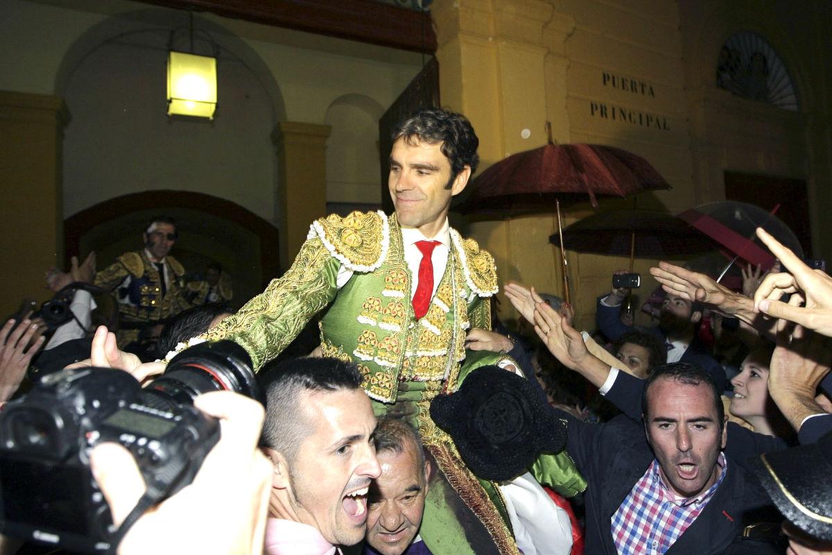 José Tomás sale a hombros en Jerez (Foto: Efe).