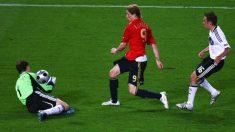 Lahm quedó inmortalizado en la foto del gol de Torres en 2008. (Getty)