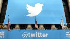 Gran cartel de Twitter en Wall Street. (Foto: AFP)
