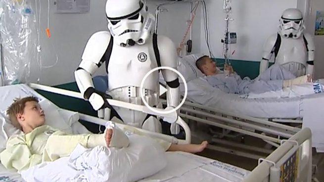 La Fuerza acompaña a los niños ingresados en el hospital madrileño 12 de octubre