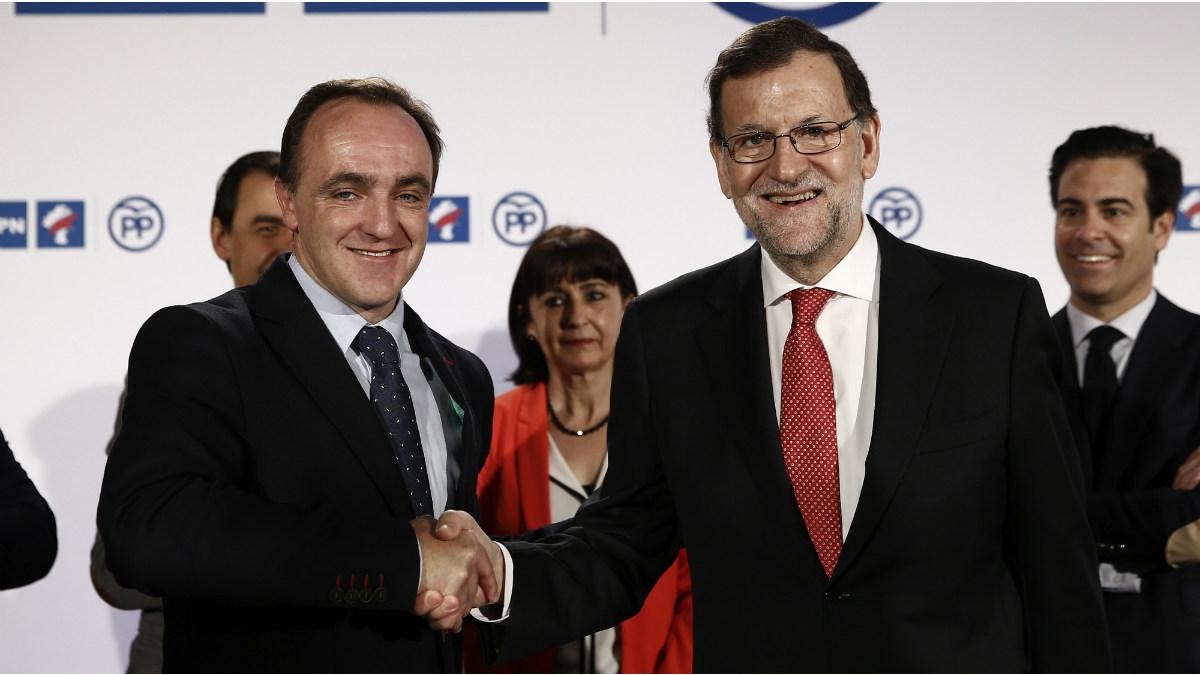 El presidente del PP, Mariano Rajoy, y el presidente de UPN, Javier Esparza. (Foto:EFE)