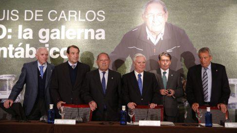 Los veteranos del Real Madrid en el homenaje a Gento. (EFE)