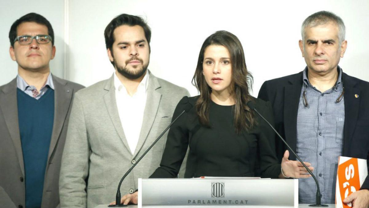 Inés Arrimadas (2d) junto a Carlos Carrizosa (d), Fernando de Páramo (2i) y José María Espejo-Saavedra. (Foto: EFE)