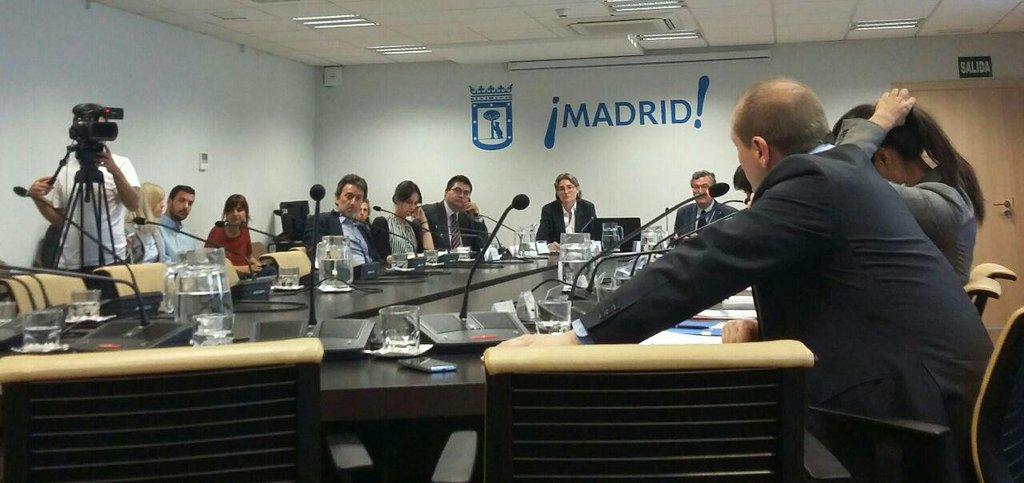 Representantes de Ahora Madrid, PSOE y C's en la comisión. (Foto: AM)