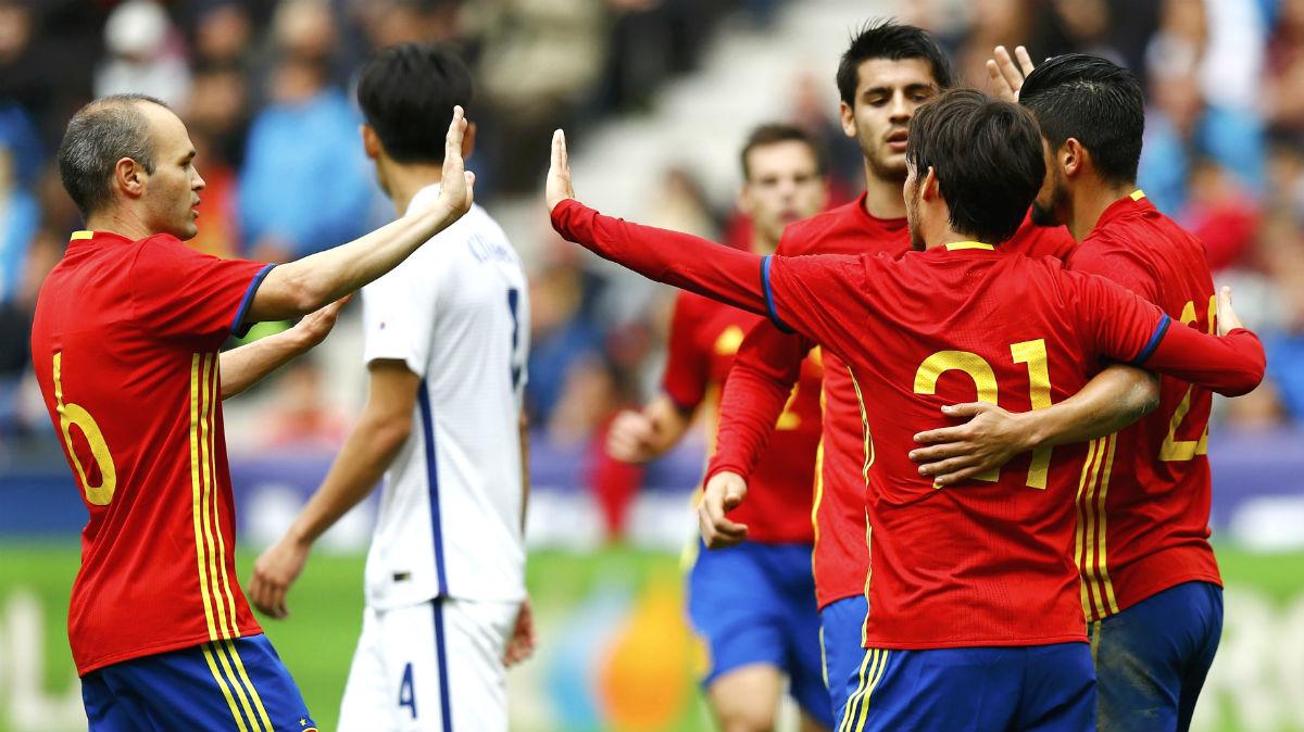 Los jugadores de España celebran un gol ante Corea del Sur. (Reuters)