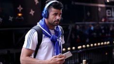 Diego Costa bajándose del autobús del Chelsea