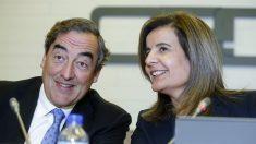 El presidente de CEOE, Joan Rosell, y la ministra de Empleo, Fátima Báñez. (Foto: EFE)